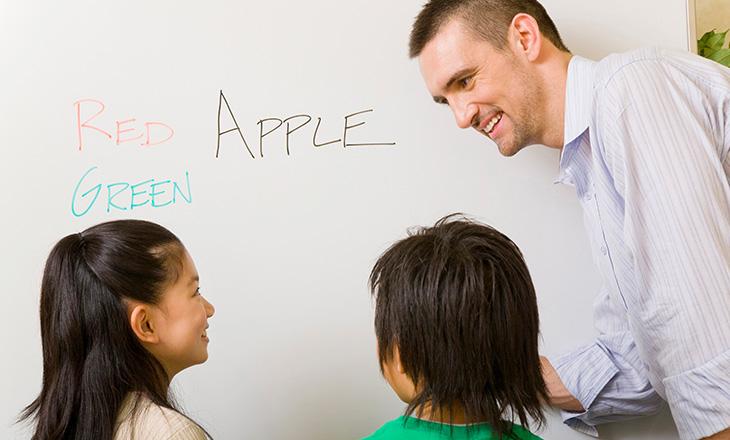 小学生から始める英語教育のメリ...